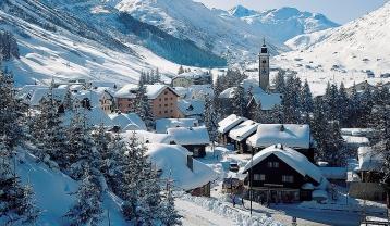 Andermatt-village-_1